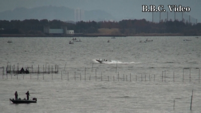 土曜日の琵琶湖 ボートが北へ南へ走りまくり(YouTubeムービー)