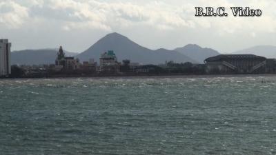 冬の嵐!! 爆弾低気圧の強風で大荒れの琵琶湖(YouTubeムービー)