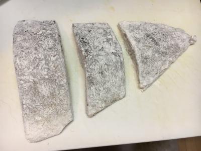 片栗粉を少しまでが小麦粉をまぶして蓋をしたフライパンで弱火でしっくり焼きがレマス