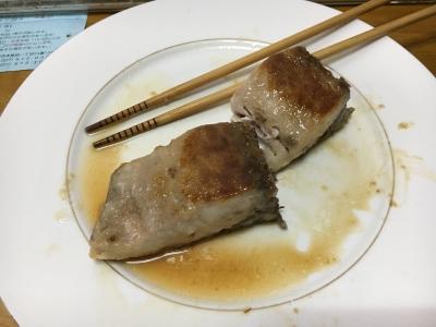 お箸で食べるよりナイフとフォークの方がふさわしそうな身の大きさです