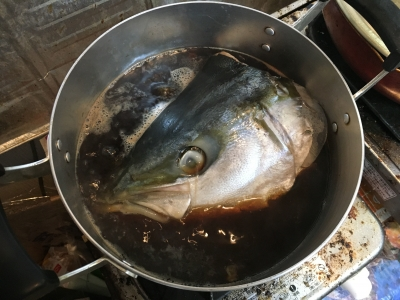 大きな頭が煮汁に浸かり切ってないから味がちゃんと染みるかどうか心配・・・