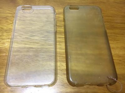 新しいケース(左)と古いケース。古いのは色がかわってしまってることが比べたらよくわかりますね(笑)