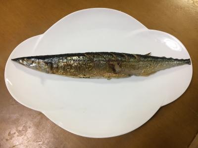 サンマの塩焼きと食用魚篭のすまし汁