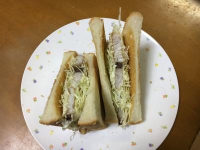 ボリュームたっぷりのブリのホットサンドイッチ