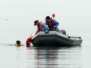 近江白浜水泳場で合同水難救助訓練