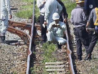 高温のため曲がった福岡県のJR筑豊線のレール