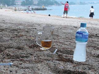 近江舞子中浜水泳場に放置されたゴミ