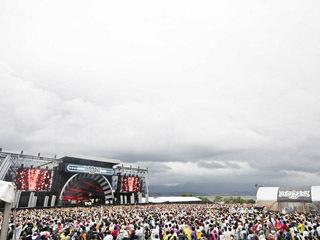 台風17号接近のぐずついた天気の中で開催されたイナズマロックフェスティバル2019