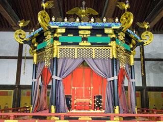 即位礼正殿の儀に用いられる高御座