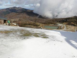 雪が積もった比良山系の蓬莱山頂