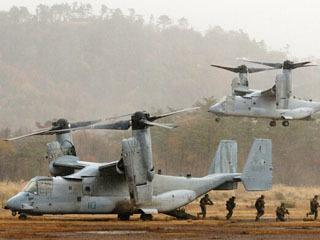 日米共同訓練に参加するため陸自饗庭野演習場に飛来した米軍のオスプレイ