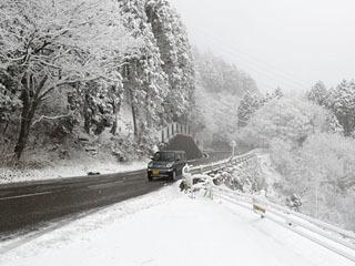 1月4日夜からの雪で5〜7cmの積雪になった比叡山