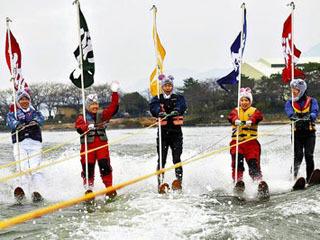 びわこマリーナの新春水上スキー ウェイクボード初すべり大会