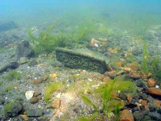 尚江千軒遺跡の調査で発見された屋根瓦