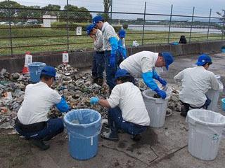 昨年6月に行われた赤野井湾の湖底ゴミ調査