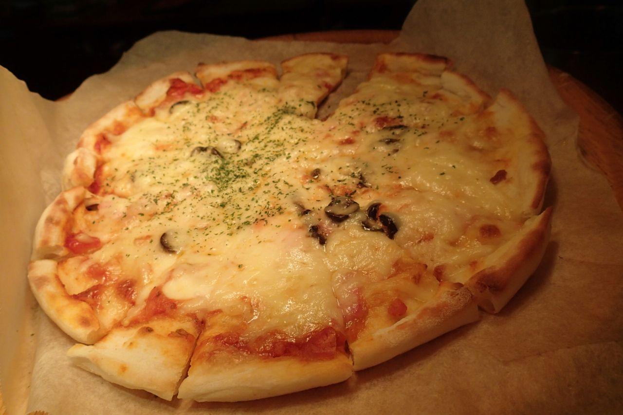 ピザ窯から焼きたてをピッツァコンタディーノ