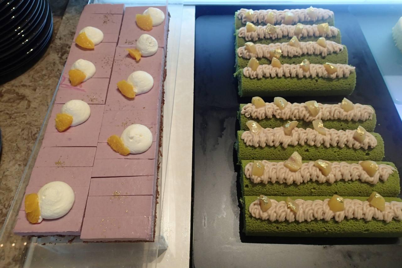 紫芋のムースと抹茶のロールケーキ