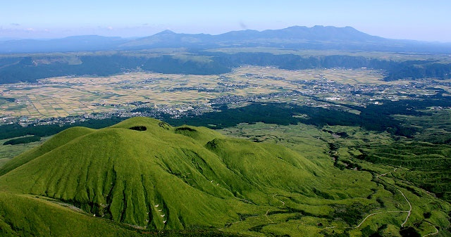 Mt_Aso-geopark.jpg