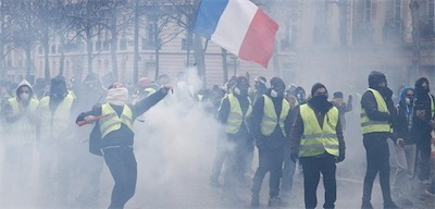 フランス181206YellowVests_eye-700x336