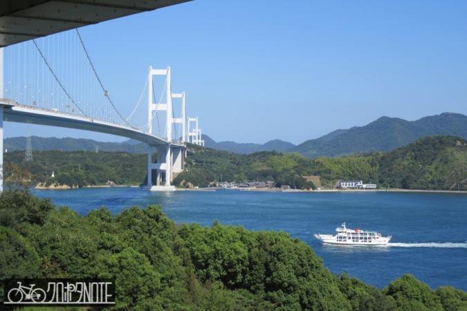 来島海峡大橋と船