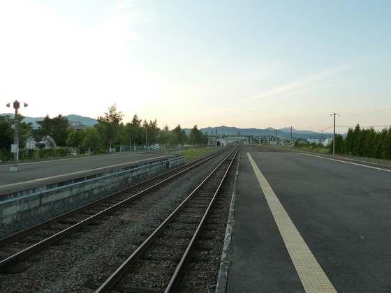 夕暮れの富良野駅ホーム