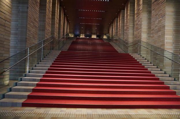 フェスティバルホールの赤階段