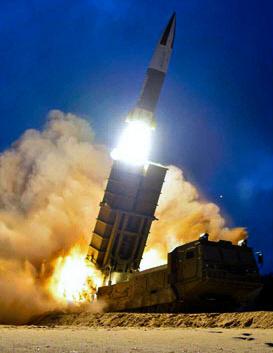 朝鮮が2019年8月10日早朝に行った「新兵器」の試射とみられる写真=労働新聞ホームページから朝日新聞
