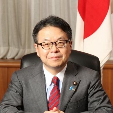 7月18日に、世耕弘成経産大臣が自らツイッターで、【「輸出規制」の強化とはいえないため、「輸出管理の運用の見直し」が適切な表現です。】と念押しした!