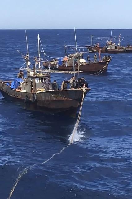 ロシア、北朝鮮船拿捕の動画公開 密漁、信号銃で警告