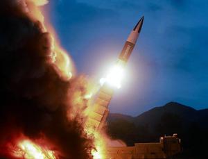 北朝鮮が2019年8月10日早朝に試射した新兵器。新型の短距離弾道ミサイルとみられる=朝鮮中央通信のホームページから朝日新聞が掲載