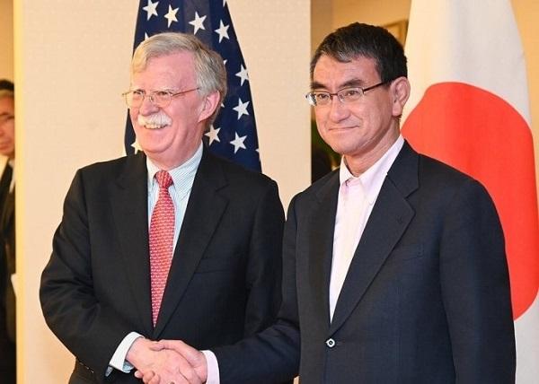 ボルトン米大統領補佐官(国家安全保障問題担当)は、韓国を1泊2日で訪問する前に日本を訪問し「米は日韓対立仲介せず」と河野外相に伝達!