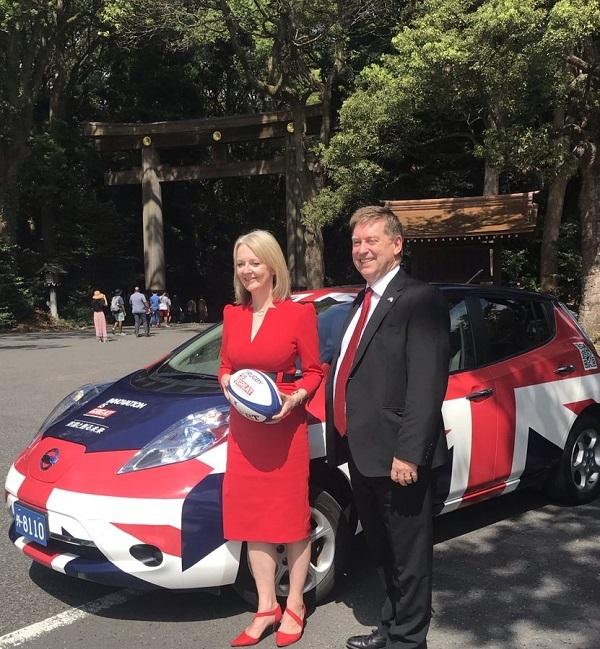 Liz Truss、英貿易大臣が明治神宮を訪れました。本日@rugbyworldcup が開催されます。楽しみにしゅています。