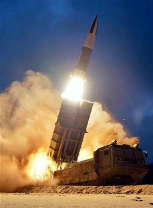 「某国」による横流し疑惑のある北朝鮮の飛翔体(コリアメディア提供・共同)