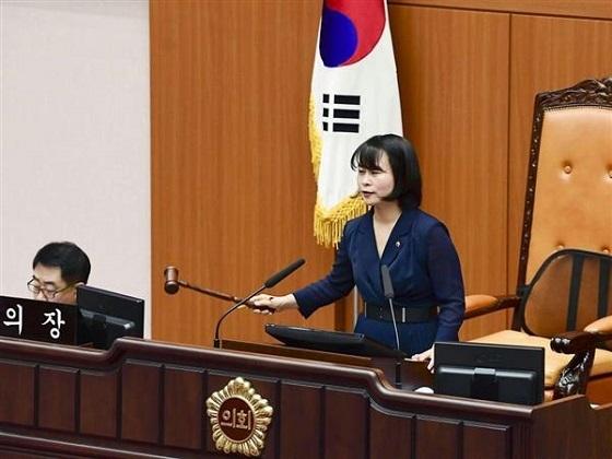 「反日」条例案を可決した韓国の釜山市議会=6日(共同)