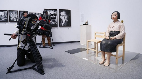 「不快なイベント」「趣旨には賛同」 慰安婦像の展示中止