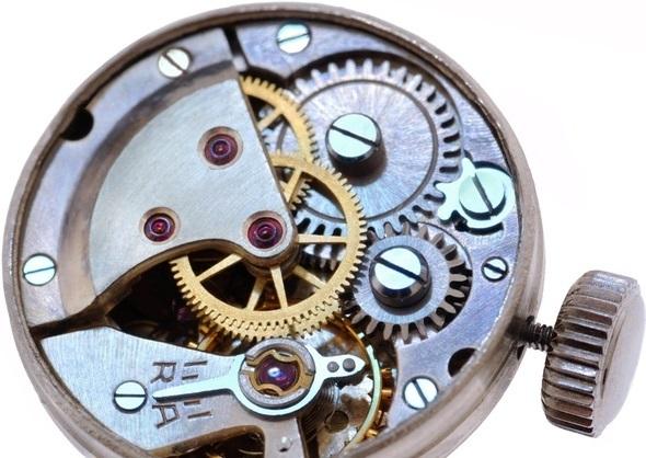 スイス製時計内部