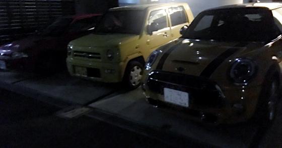 夜の駐車場_シャレードデトマソとミニとネイキッド_01