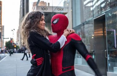『スパイダーマン:ファー・フロム・ホーム』 MJ(ゼンデイヤ)とスパイダーマンは空中デート。