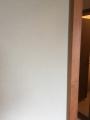 6棟物件F201和室ヤニ壁1