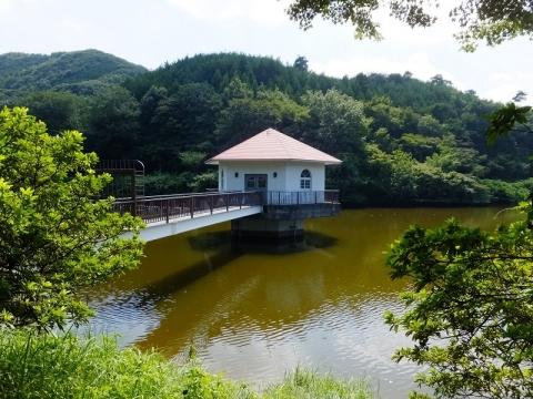 円良田湖取水塔