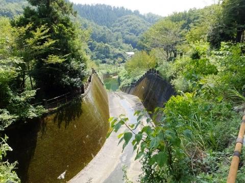 円良田湖・洪水吐水路