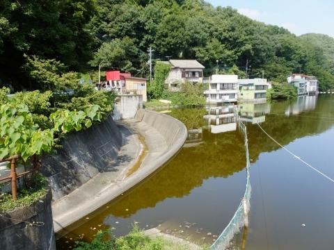 円良田湖・洪水吐