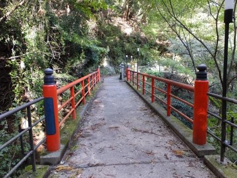 大山寺前の赤い橋