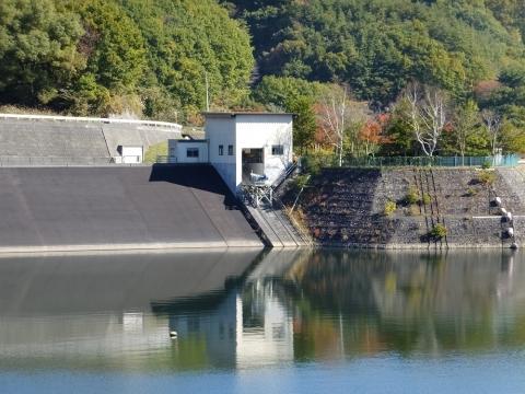 大門ダム・清里湖の係船庫