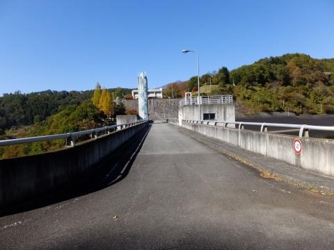 大門ダム堤体天端の通路