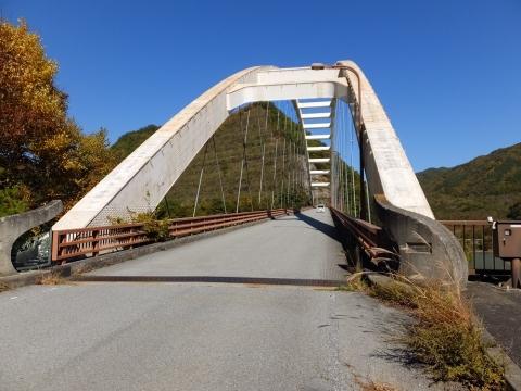 塩川ダムの鹿鳴峡大橋