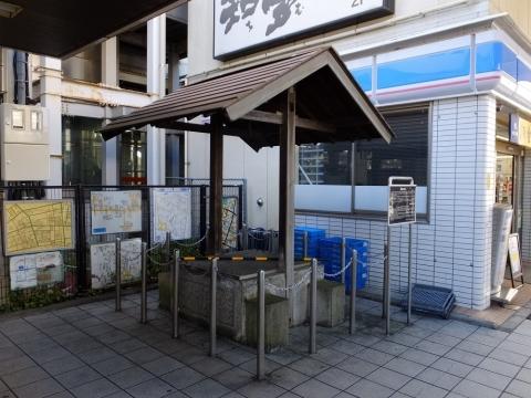 懐古の井戸・小作駅東口