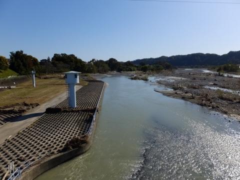 小作取水堰管理橋より多摩川下流の眺め