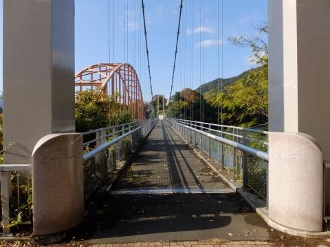 三井そよかぜ橋・三弦トラス吊り橋