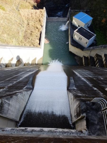 深城ダム直下の様子